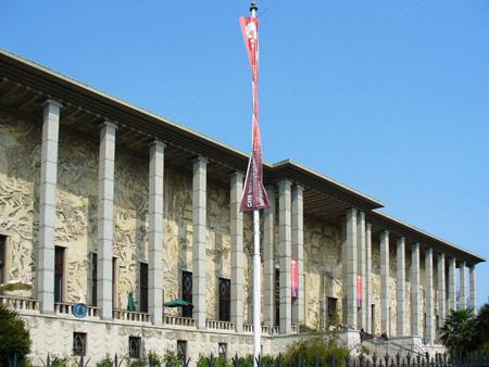 Palais de la porte dorée, la facciata principale
